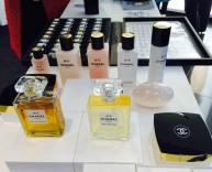 Chanel n.5: i modi per profumarsi, eau de parfum, de toilette, la crema, il profumo per capelli, il deo, il sapone...
